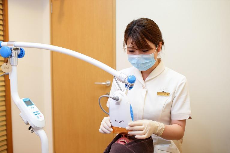 口元の美しさと健康のためのホワイトニングと歯のクリーニング